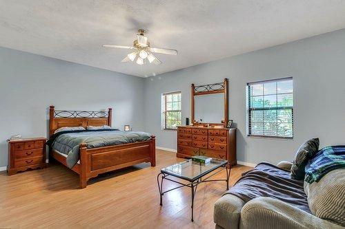 5585-SE-42nd-Ct--Ocala--FL-34480---14---Master-Bedroom.jpg
