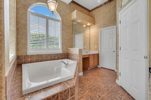 8245-Lake-Serene-Dr--Orlando--FL-32836---22---Master-Bathroom.jpg