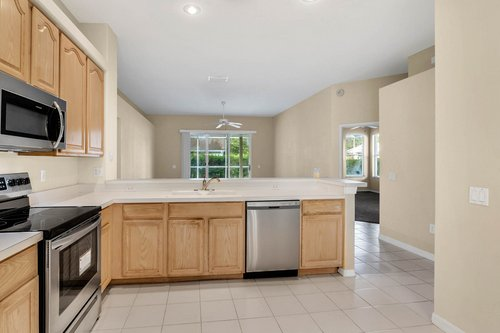 3614-Cold-Creek-Dr.-Valrico--FL-33596--07--Kitchen-1---3.jpg