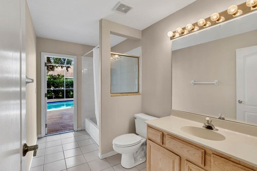 3614-Cold-Creek-Dr.-Valrico--FL-33596--15--Pool--Main-Bath.jpg