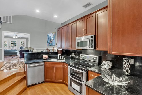 5001-Pilgrims-Path-Way-Apt.-G-Tampa--FL-33611--15--Kitchen-1---3.jpg