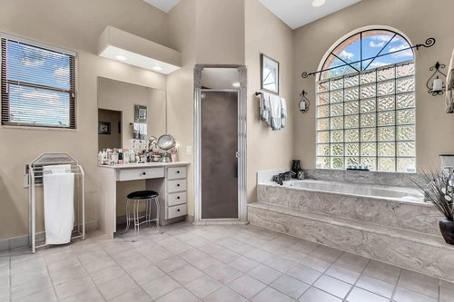5720-Crestview-Dr--Lady-Lake--FL-32159----15---Master-Bathroom.jpg