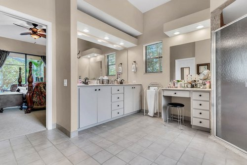 5720-Crestview-Dr--Lady-Lake--FL-32159----16---Master-Bathroom.jpg
