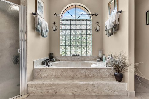 5720-Crestview-Dr--Lady-Lake--FL-32159----17---Master-Bathroom.jpg