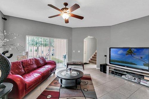 5529-Remsen-Cay-Ln--Windermere--FL-34786-f---11---Family-Room.jpg