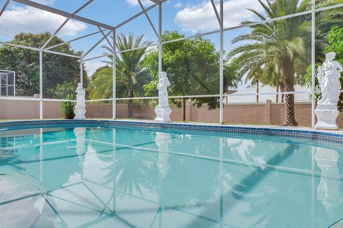 9208-Bay-Hill-Blvd--Orlando--FL-32819----06---Pool.jpg