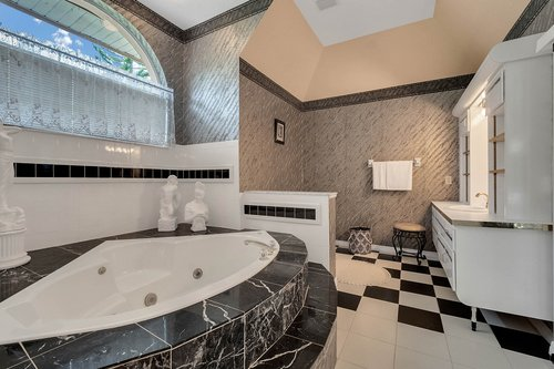 9208-Bay-Hill-Blvd--Orlando--FL-32819----21---Master-Bathroom.jpg