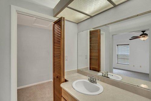 15918-Mystic-Way-Tampa--FL-33624--16--Owner-s-Suite-Closet.jpg