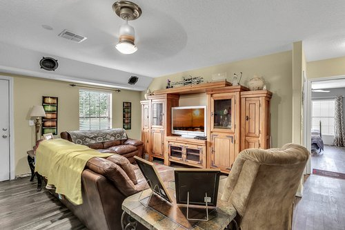 18913-Starcrest-Ln--Clermont--FL-34715----14---Family-Room.jpg