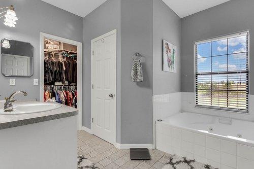 18913-Starcrest-Ln--Clermont--FL-34715----20---Master-Bathroom.jpg