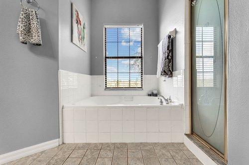 18913-Starcrest-Ln--Clermont--FL-34715----21---Master-Bathroom.jpg