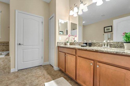 1403-Wexford-Way--Davenport--FL-33896----23---Master-Bathroom.jpg