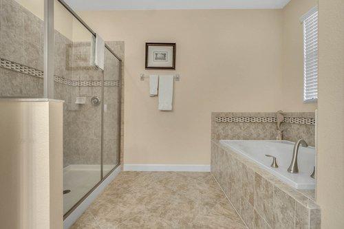 1403-Wexford-Way--Davenport--FL-33896----24---Master-Bathroom.jpg