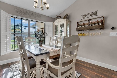 3221-Oakwood-Pl.-Tarpon-Springs--FL-34688--05--Dining-Room.jpg