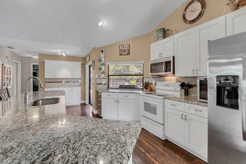 3221-Oakwood-Pl.-Tarpon-Springs--FL-34688--07--Kitchen-1---1.jpg
