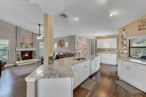 3221-Oakwood-Pl.-Tarpon-Springs--FL-34688--08--Kitchen-1---2.jpg