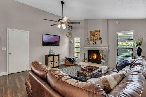 3221-Oakwood-Pl.-Tarpon-Springs--FL-34688--10--Family-Room-1---2.jpg