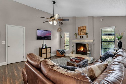 3221-Oakwood-Pl.-Tarpon-Springs--FL-34688--10--Family-Room-1---2.jpg