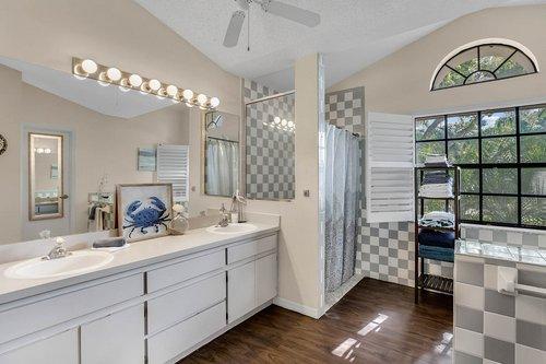 3221-Oakwood-Pl.-Tarpon-Springs--FL-34688--19--Owner-s-Bath-1---1.jpg