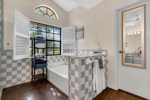 3221-Oakwood-Pl.-Tarpon-Springs--FL-34688--20--Owner-s-Bath-1---2.jpg