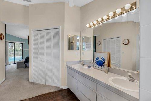 3221-Oakwood-Pl.-Tarpon-Springs--FL-34688--21--Owner-s-Bath-1----3.jpg