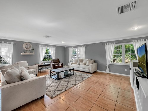521-Howard-Ave--Altamonte-Springs--FL-32701----05---Family-Room.jpg