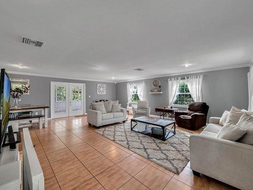 521-Howard-Ave--Altamonte-Springs--FL-32701----06---Family-Room.jpg