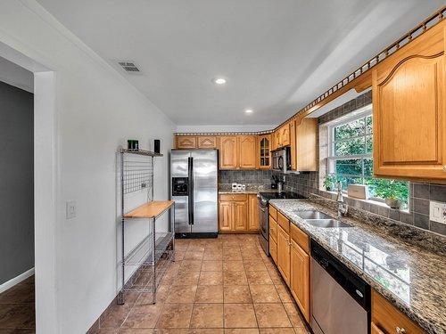 521-Howard-Ave--Altamonte-Springs--FL-32701----11---Kitchen.jpg