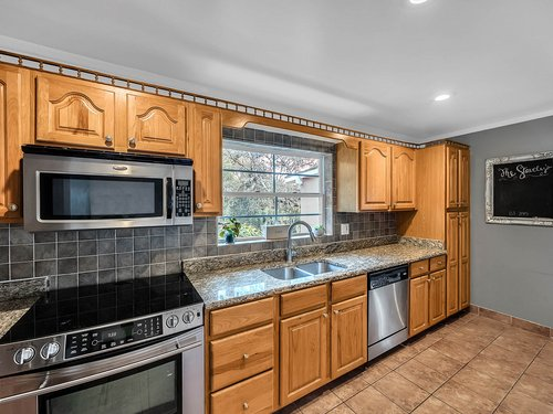 521-Howard-Ave--Altamonte-Springs--FL-32701----12---Kitchen.jpg