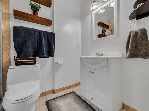 521-Howard-Ave--Altamonte-Springs--FL-32701----16---Master-Bathroom.jpg