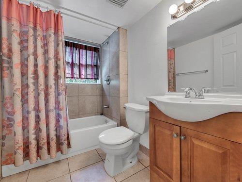 521-Howard-Ave--Altamonte-Springs--FL-32701----23---Bathroom.jpg