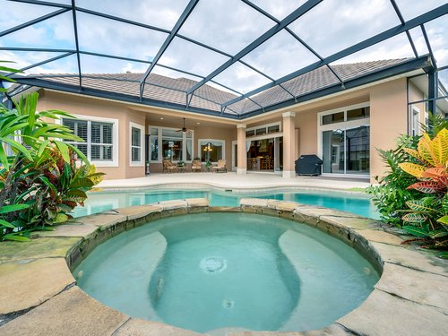 2115-Alaqua-Lakes-Blvd--Longwood--FL-32779----05---Pool.jpg
