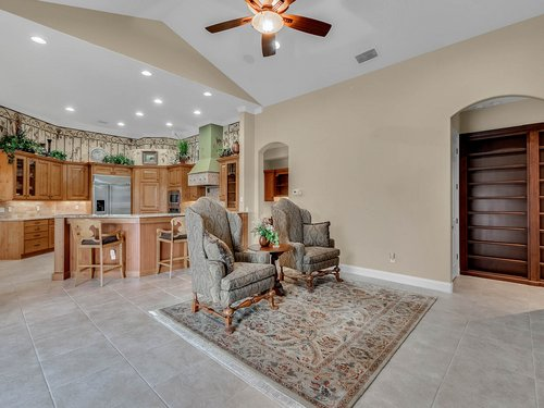 2115-Alaqua-Lakes-Blvd--Longwood--FL-32779----12---Family-Room.jpg