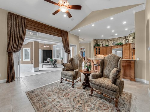2115-Alaqua-Lakes-Blvd--Longwood--FL-32779----13---Family-Room.jpg