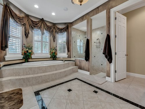 2115-Alaqua-Lakes-Blvd--Longwood--FL-32779----31---Master-Bathroom.jpg