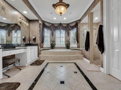 2115-Alaqua-Lakes-Blvd--Longwood--FL-32779----32---Master-Bathroom.jpg
