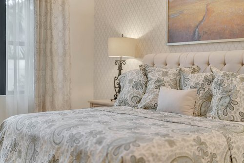 8137-Via-Vittoria-Way--Orlando--FL-32819----19---Master-Bedroom.jpg