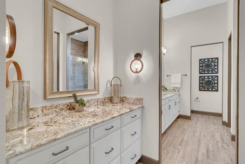 8137-Via-Vittoria-Way--Orlando--FL-32819----20---Master-Bathroom.jpg