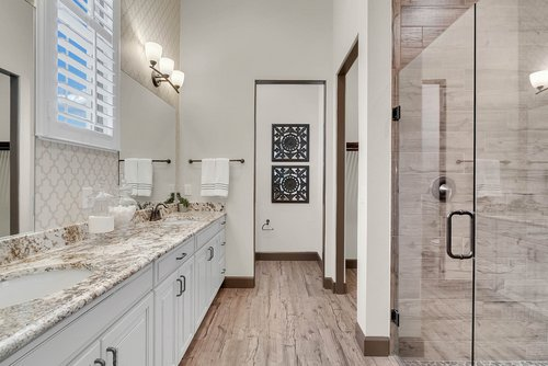8137-Via-Vittoria-Way--Orlando--FL-32819----21---Master-Bathroom.jpg