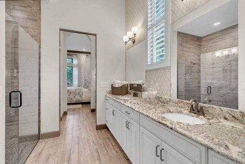 8137-Via-Vittoria-Way--Orlando--FL-32819----22---Master-Bathroom.jpg