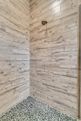 8137-Via-Vittoria-Way--Orlando--FL-32819----23---Master-Bathroom.jpg