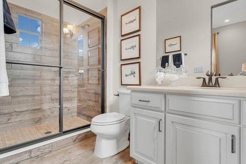 8137-Via-Vittoria-Way--Orlando--FL-32819----25---Bathroom.jpg