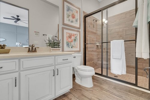 8137-Via-Vittoria-Way--Orlando--FL-32819----27---Bathroom.jpg