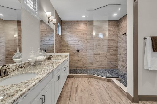 8137-Via-Vittoria-Way--Orlando--FL-32819----31---Bathroom.jpg
