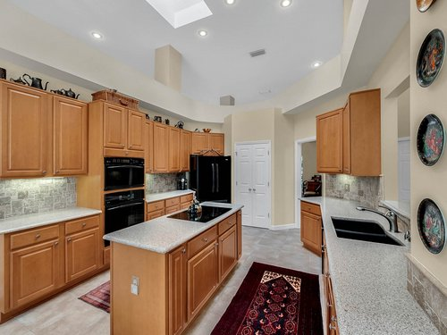 3815-Sanibel-Cove--Oviedo--FL-32765----17---Kitchen.jpg