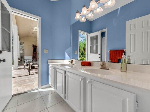 3815-Sanibel-Cove--Oviedo--FL-32765----28---Bathroom.jpg