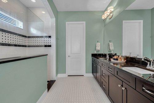 10680-Warlow-Creek-St--Orlando--FL-32832----24---Master-Bathroom.jpg