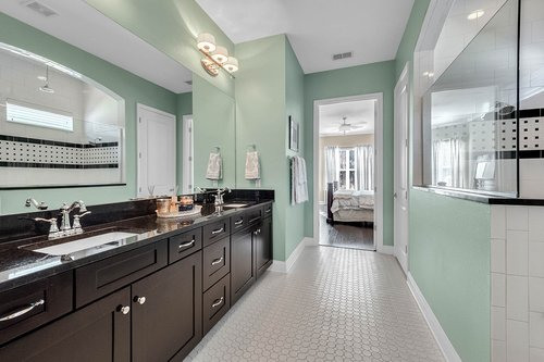 10680-Warlow-Creek-St--Orlando--FL-32832----25---Master-Bathroom.jpg