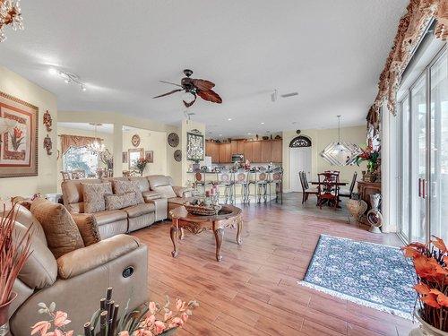 114-Oak-Haven-Cir--DeLand--FL-32720----07---Family-Room.jpg