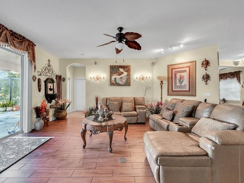 114-Oak-Haven-Cir--DeLand--FL-32720----09---Family-Room.jpg
